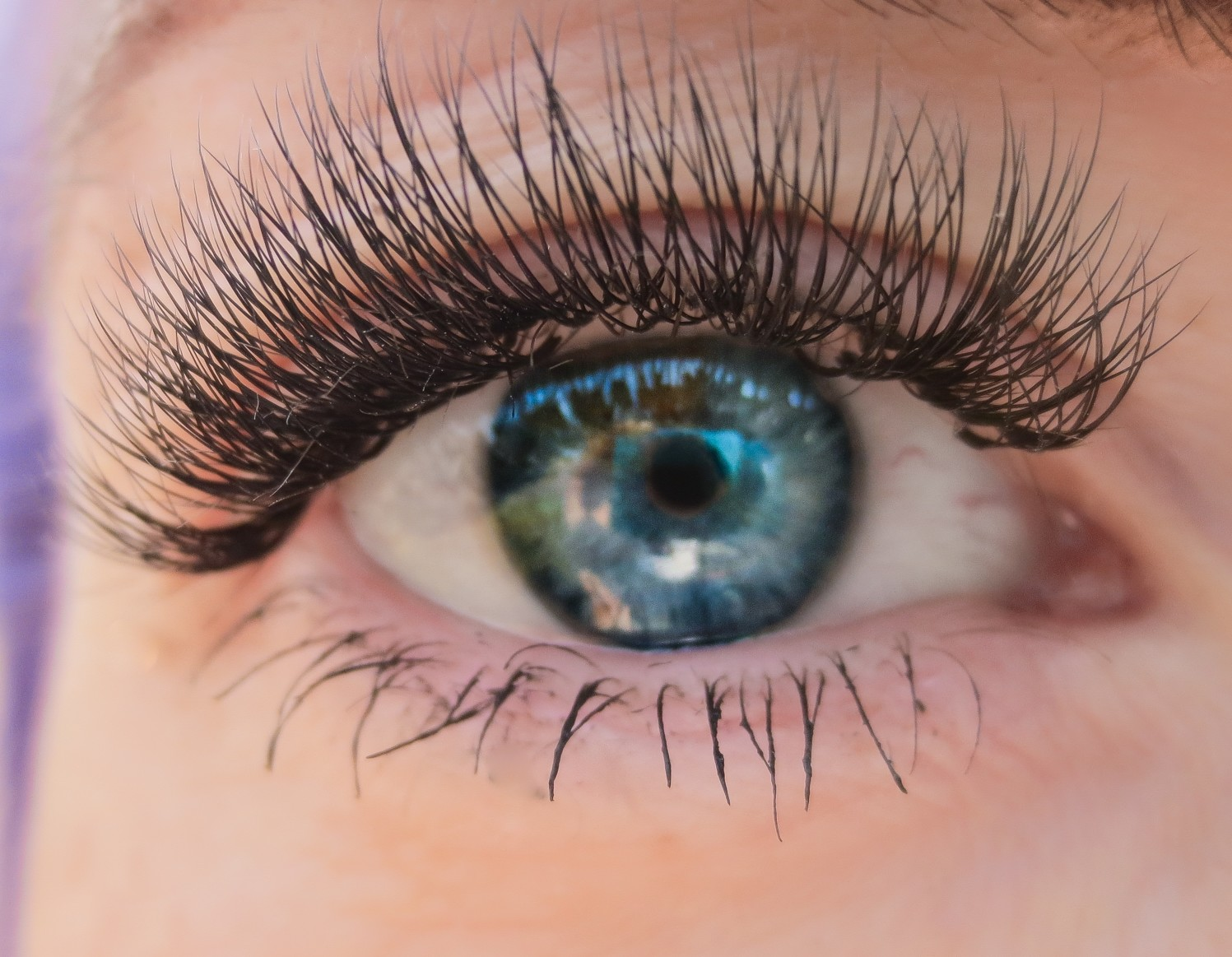 a-girl-smiles-more-when-she-has-nice-lashes_t20_AlLrom